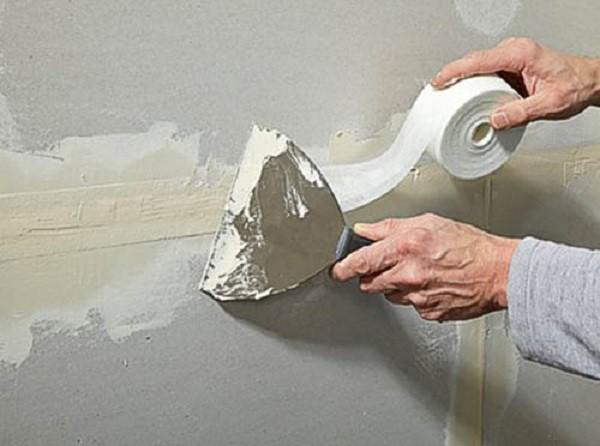 чем заделать большие щели в стене
