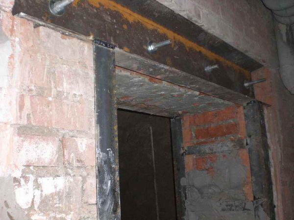 как увеличить дверной проем в кирпичной стене